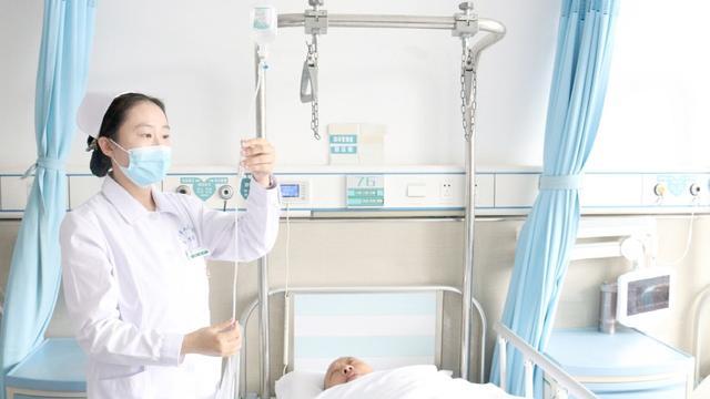"""市人民医院推行""""智慧护理""""系统!输液不用盯着药瓶看了"""